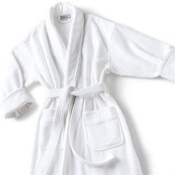 Luxurious Bathrobes for Your Summer Wardrobe