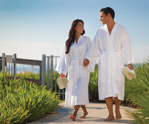 Top 7 Reasons to Buy Luxury Bathrobes for Your Resort