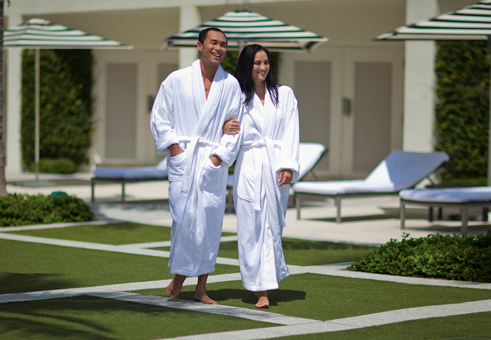 7 Things to Consider When Ordering Bathrobes for Your Resort