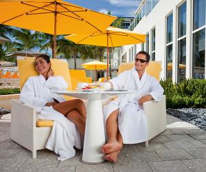 How Luxury Bathrobes Enhance Your Hotel's Pool Deck